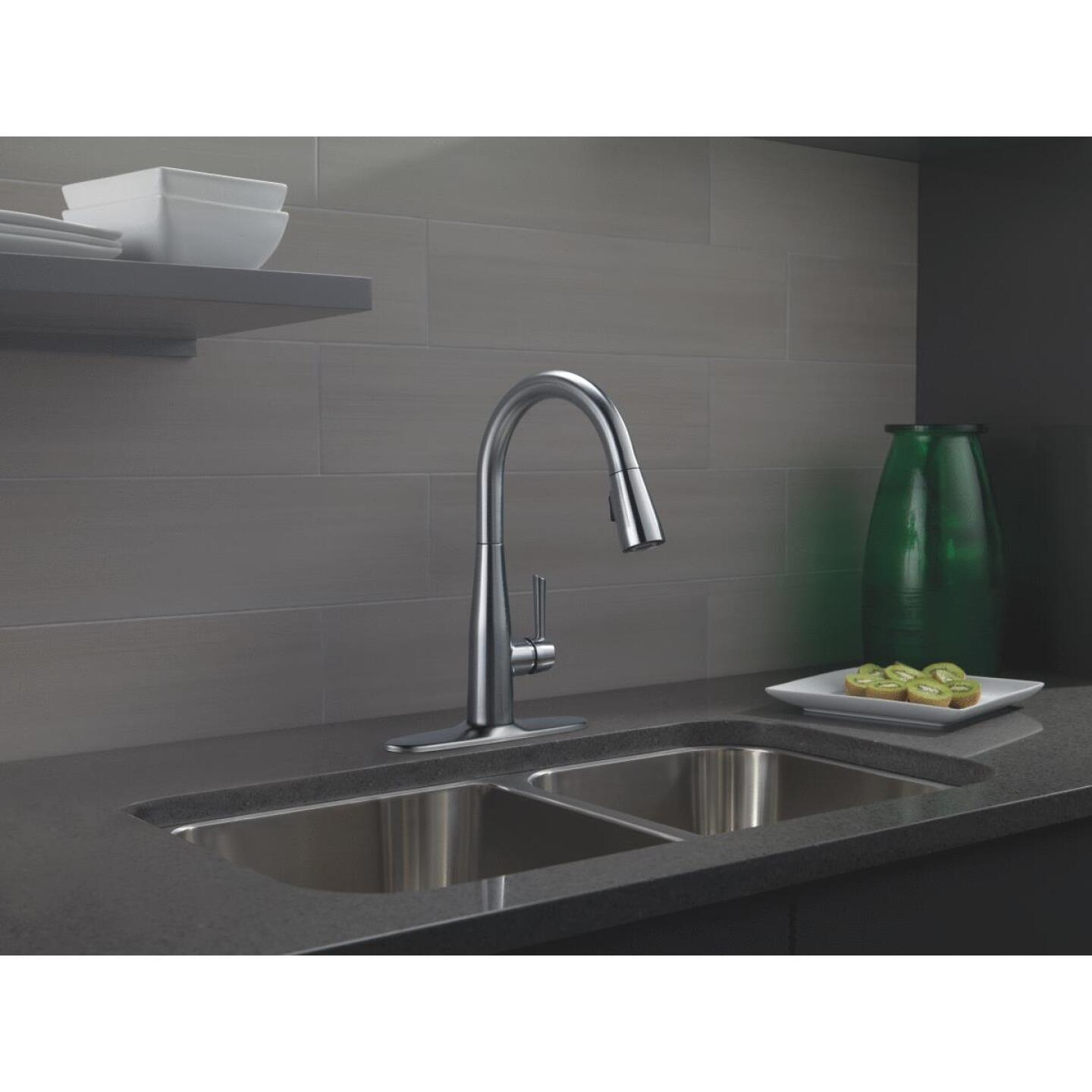 Delta Essa Single Handle Lever Kitchen Faucet with Pull-Down Spray, Stainless Image 2